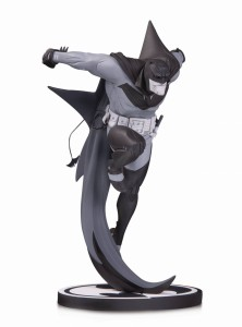 BATMAN BLACK & WHITE STATUE WHITE KNIGHT BY SEAN MURPHY